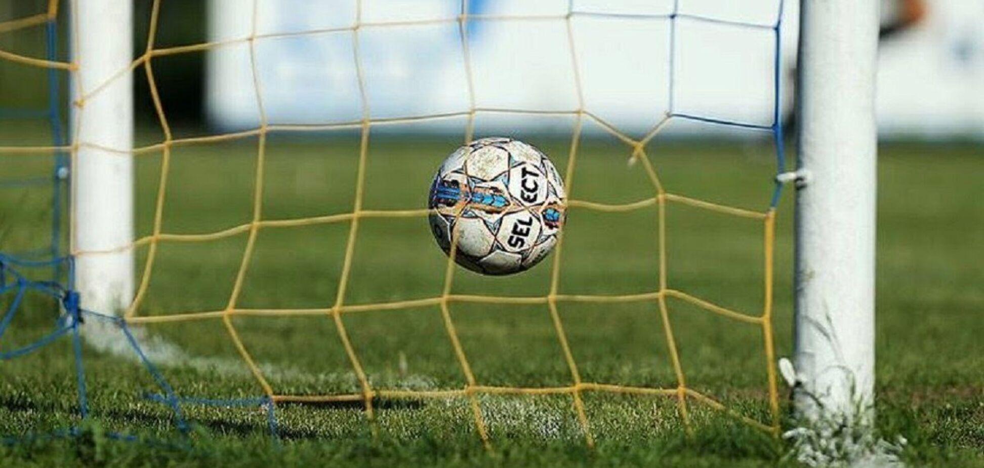 М'яч залітає в сітку воріт