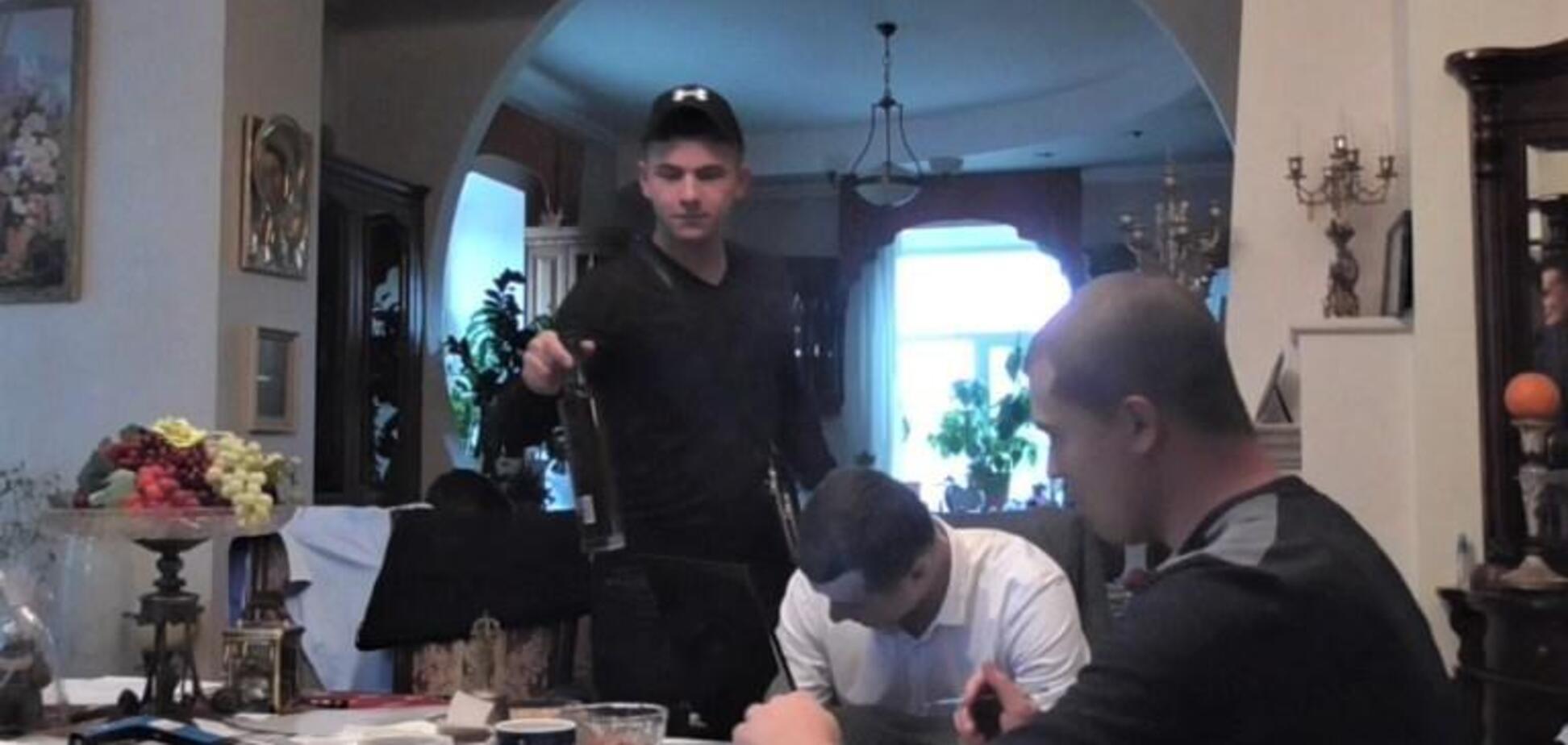 Обнародовано видео, на котором детективы НАБУ проводят обыск, на котором понятыми привлекли сотрудников полиции