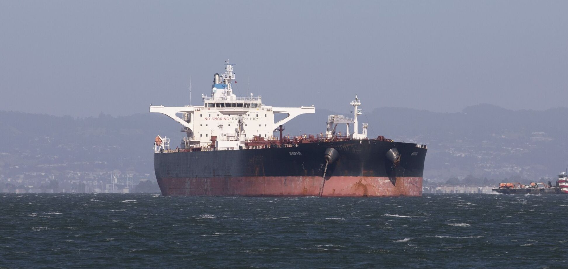 Нафтовий танкер підірвався на міні