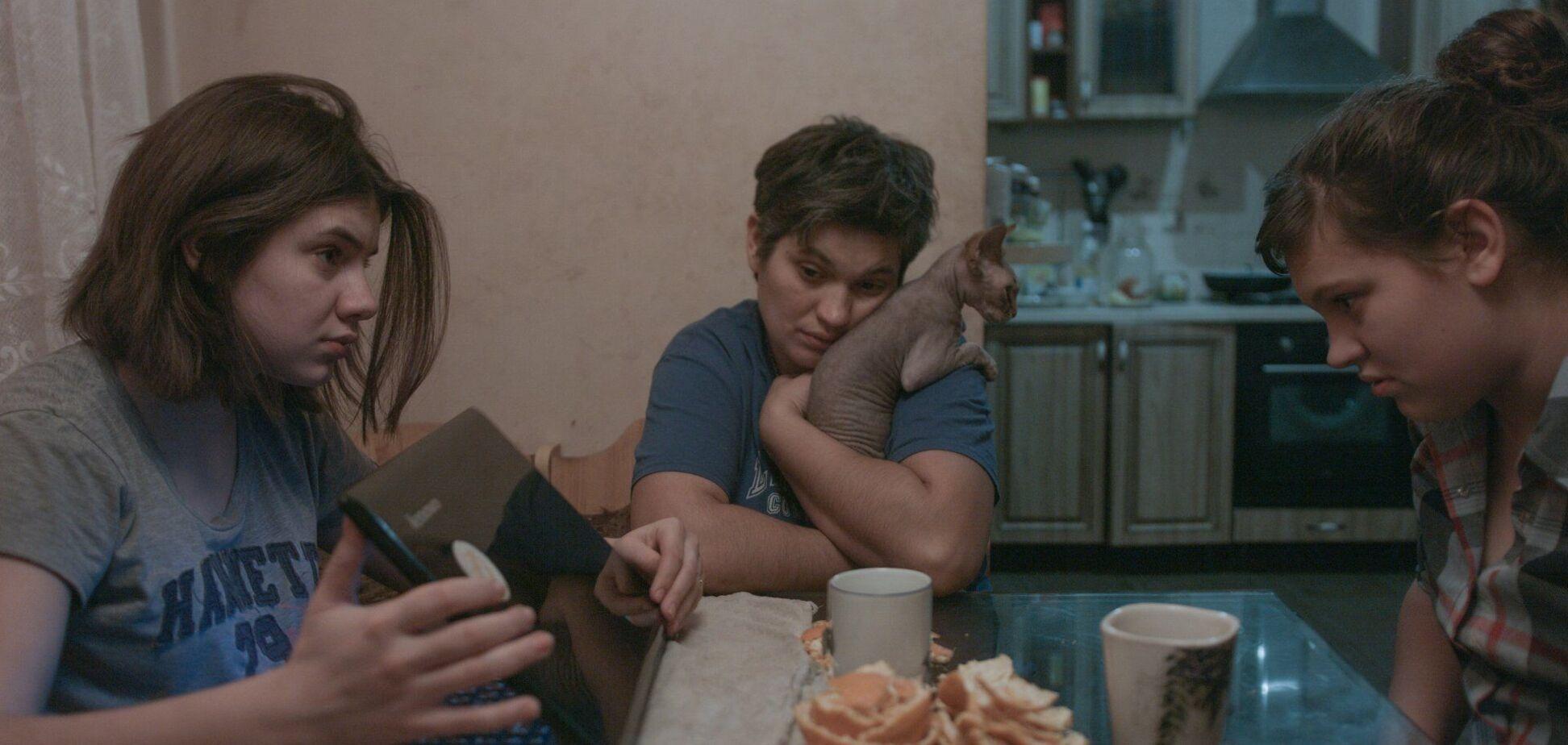 Кадр из фильма'Земля блакитна, ніби апельсин'
