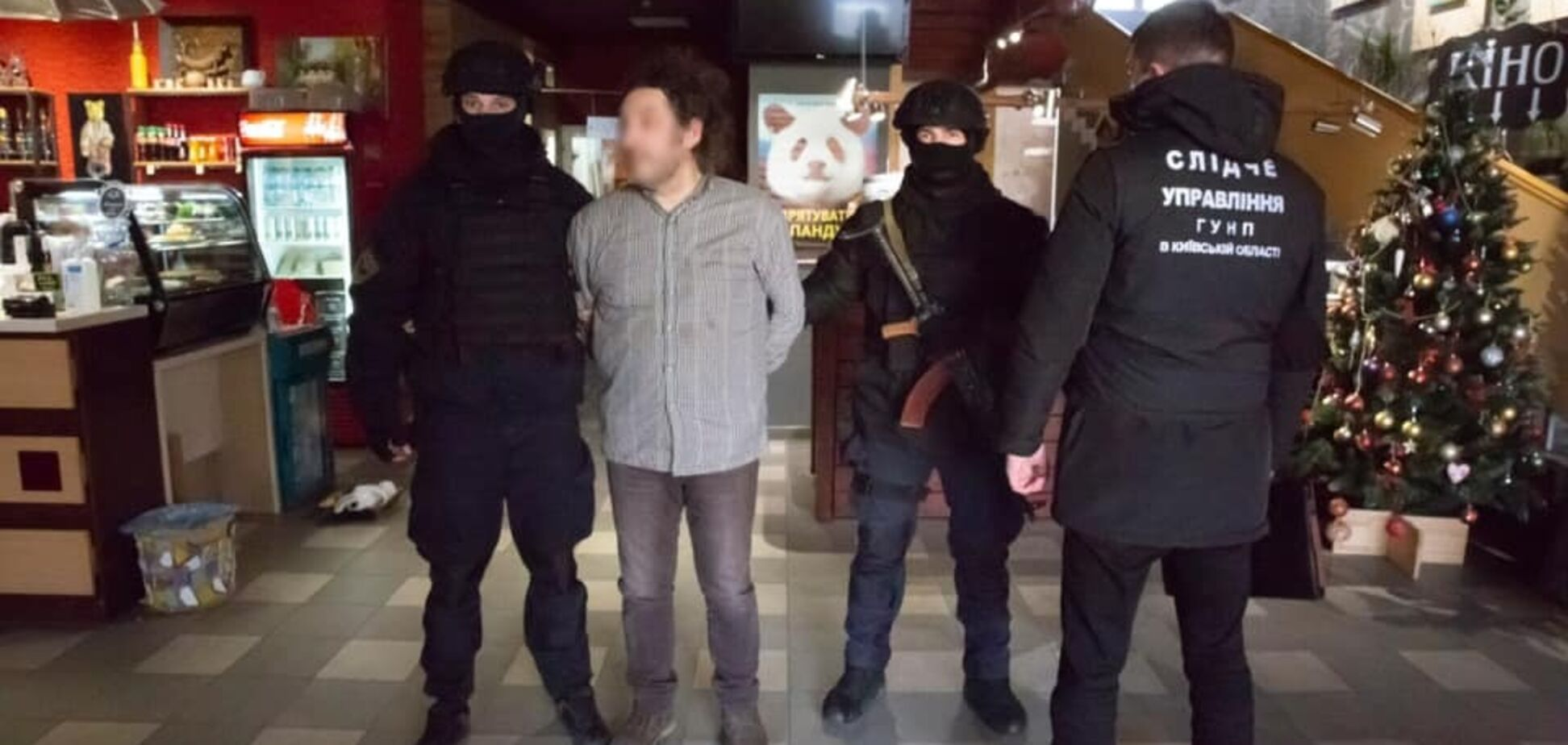 З'явилося відео затримання українського фотографа, підозрюваного в розбещенні малолітніх