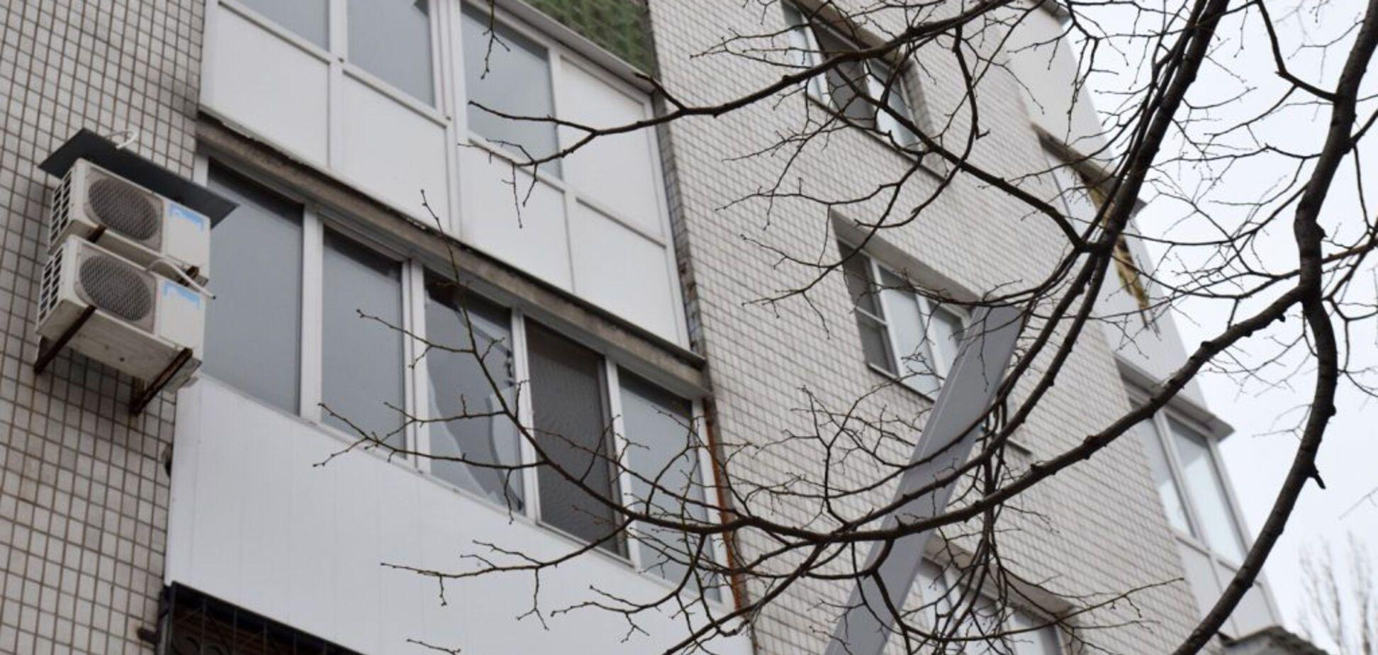 У Києві інкасатор обстріляв багатоповерхівку