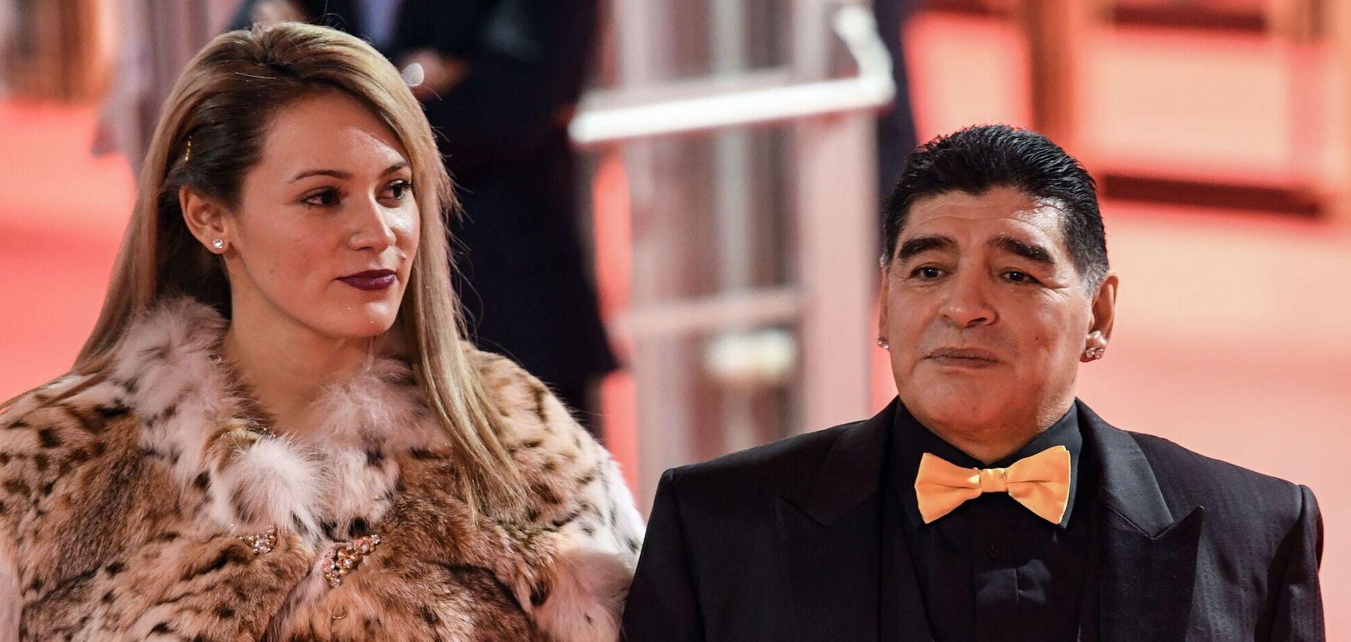 Диего Марадона с молодой избранницей Росио Оливе
