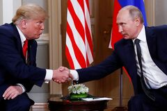 Президент США Дональд Трамп на одной из встреч с российским лидером Владимиром Путиным