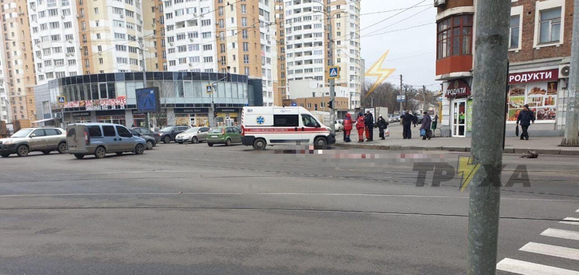 В Харькове грузовик насмерть переехал женщину