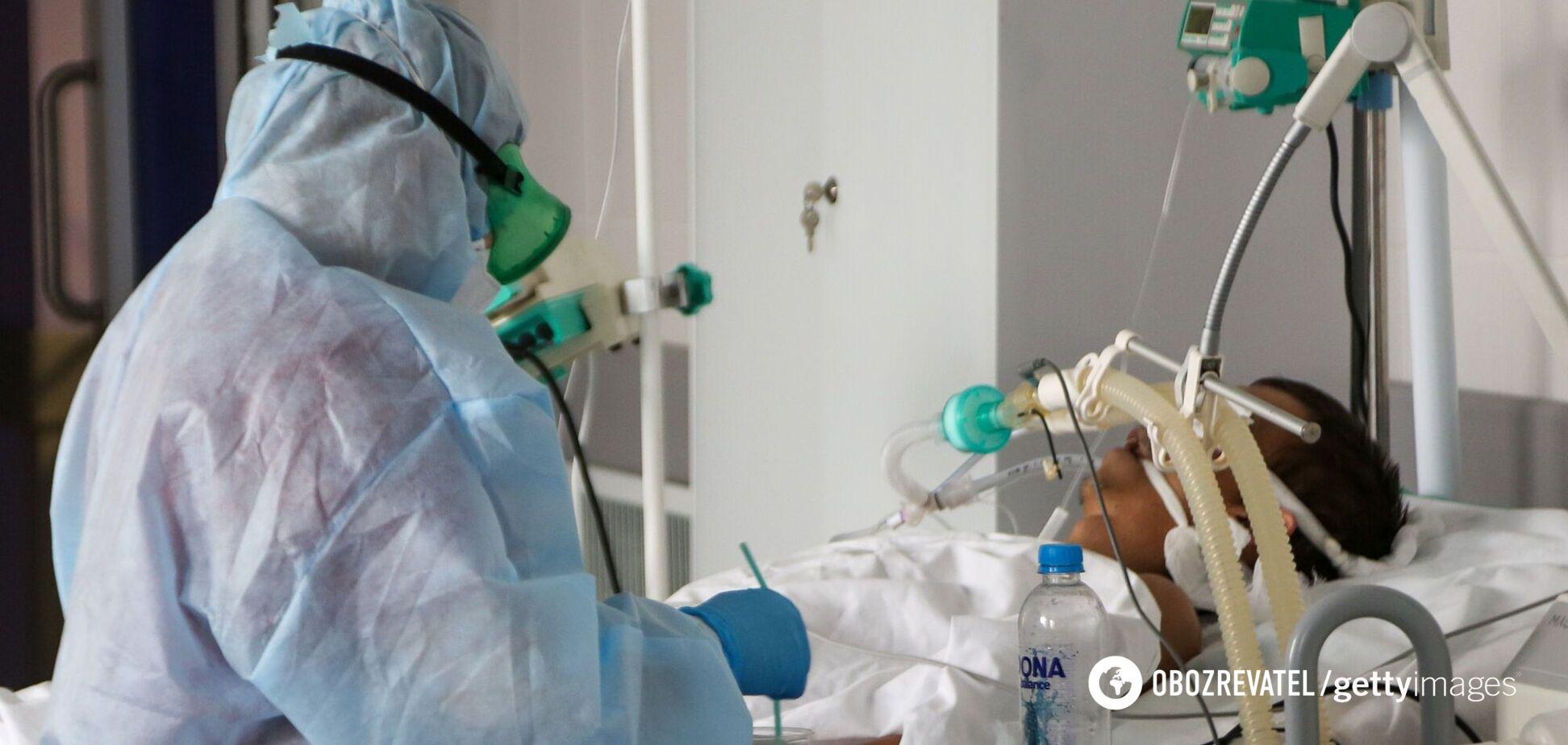 Лікар розповів, що відбувається з важкими COVID-пацієнтами: синіють губи та руки, починається паніка