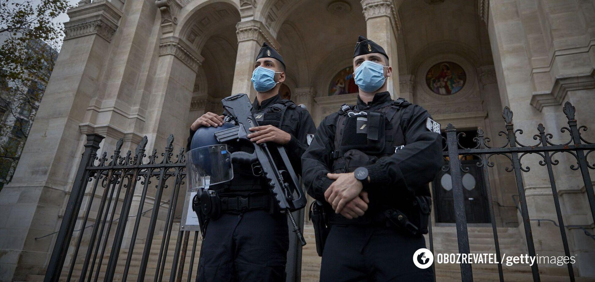 У Парижі чоловік із мачете намагався напасти на людей: блокували кілька вулиць. Відео