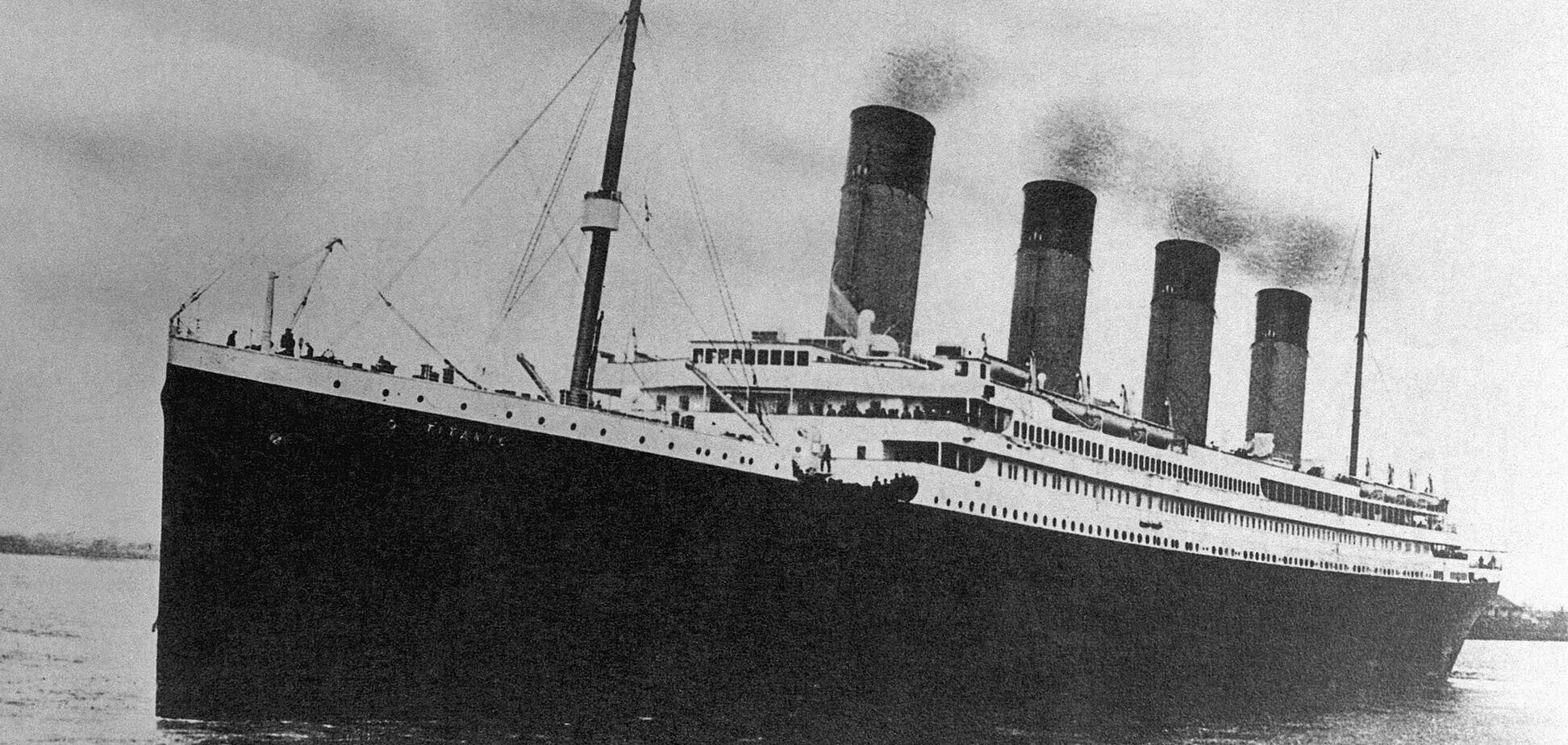 «Титанік» виходить із Саутгемптона в перший і останній рейс