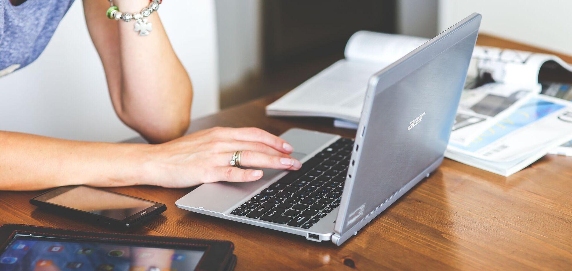 Женщины в депрессии склонны устанавливать контакт через приложения и сайты знакомств