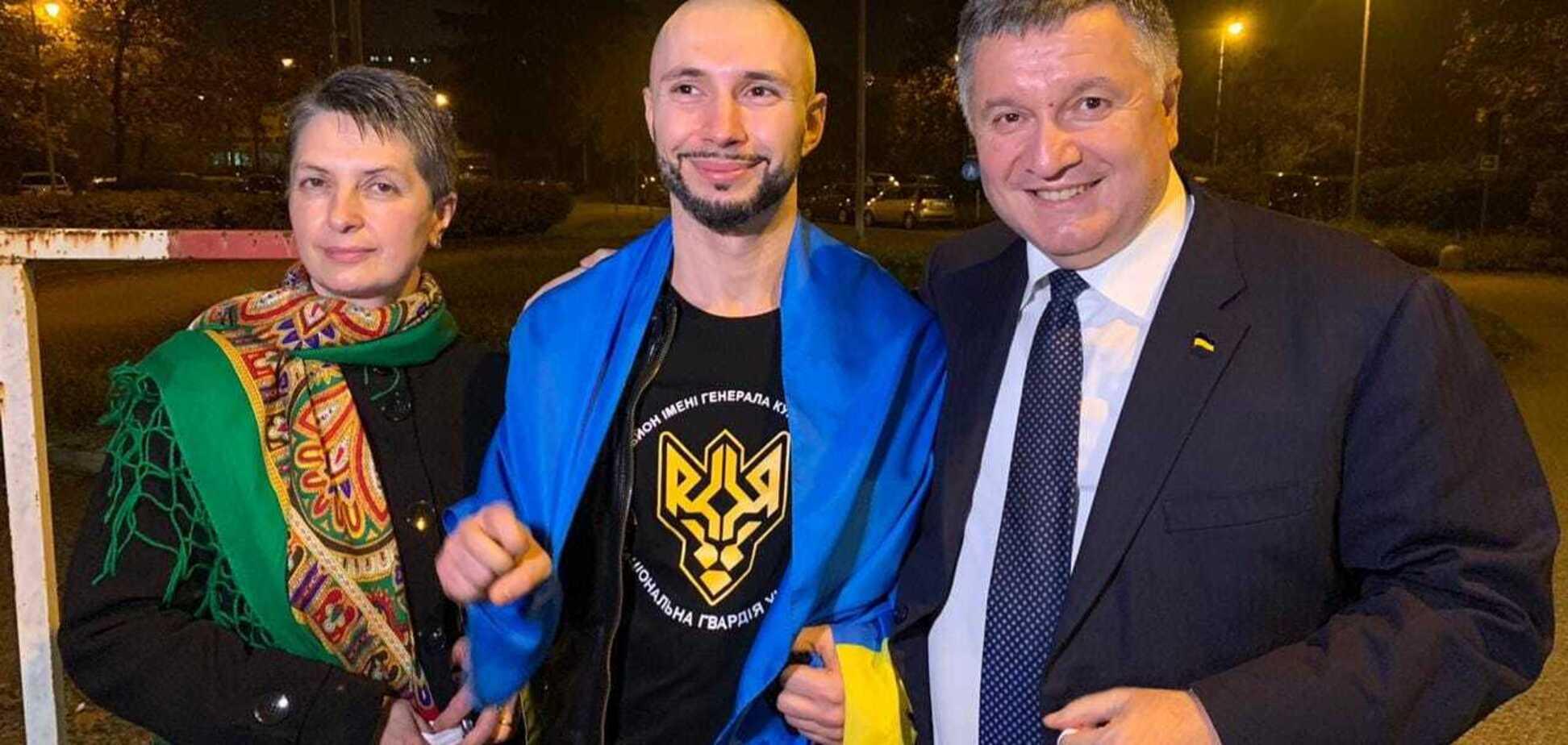 Ще не вмерла Україна — если она может защитить своего героя