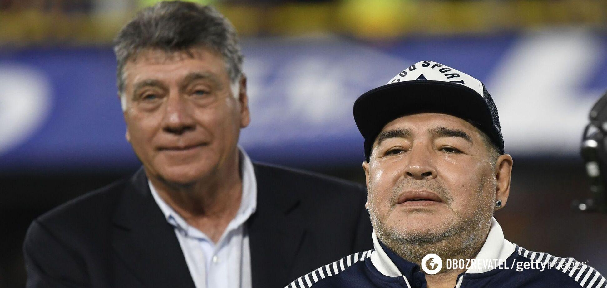 Дієго Марадона справа