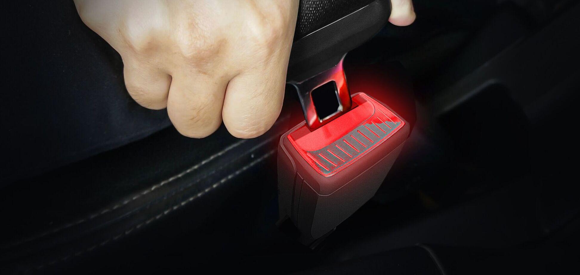 Skoda представила фіксатори ременів безпеки зі світловою індикацією
