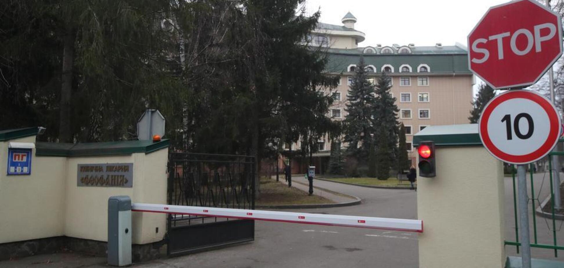 Посилену охорону корпусу лікарні, куди госпіталізували Зеленського і Єрмака, спростували