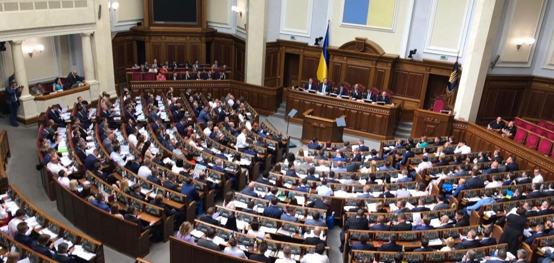 Верховная Рада должна привести закон о НКРЭКУ в соответствии с требованиями КС