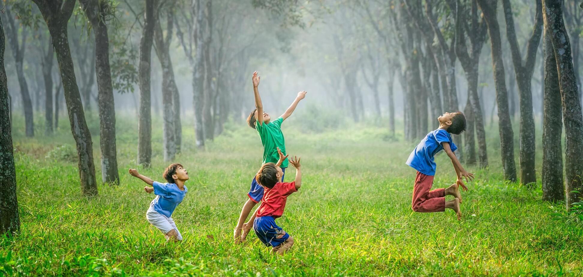 Кроме генетики, ключевыми факторами роста и веса детей также являются питание и окружающая среда