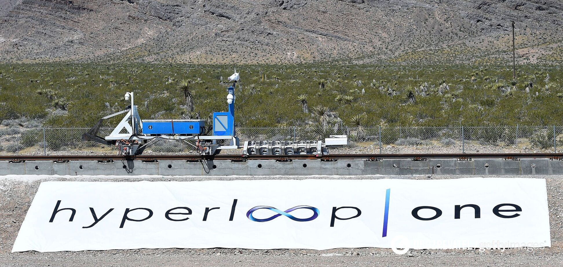 Hyperloop впервые в истории совершил поездку с людьми. Видео