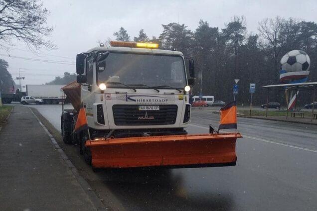 На Киев надвигается снегопад: на дороги вывели спецтехнику