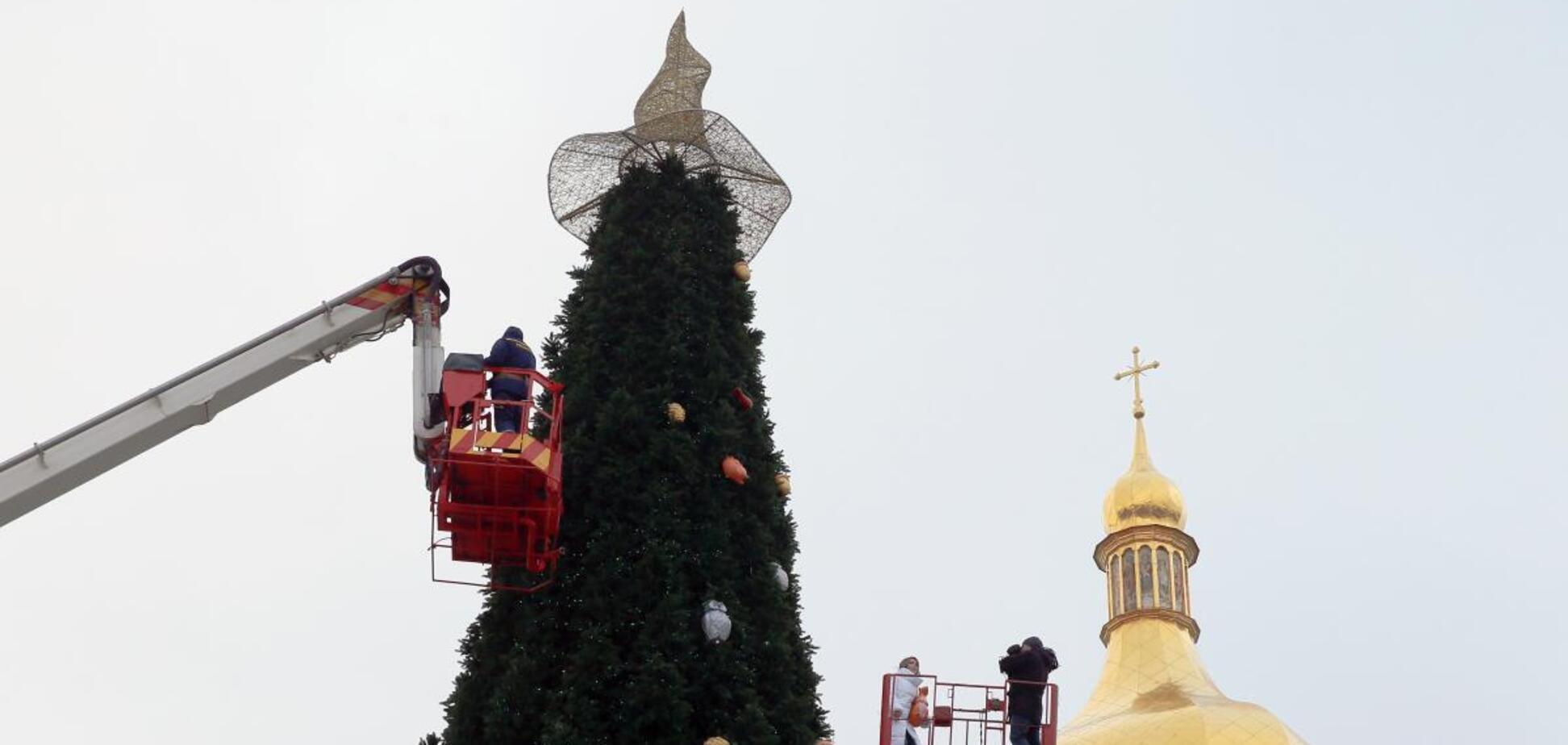С елки в Киеве снимут шляпу