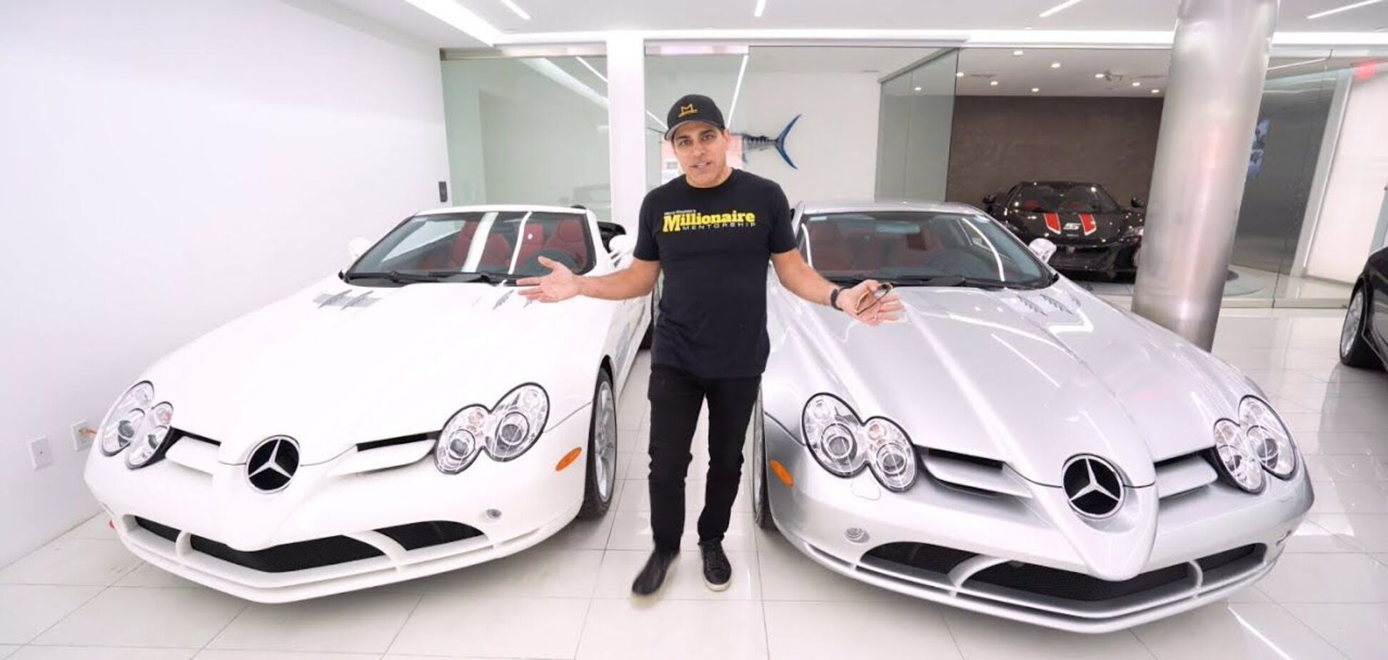 Владелец 5 одинаковых Mercedes рассказал, во сколько ему обходится обслуживание авто