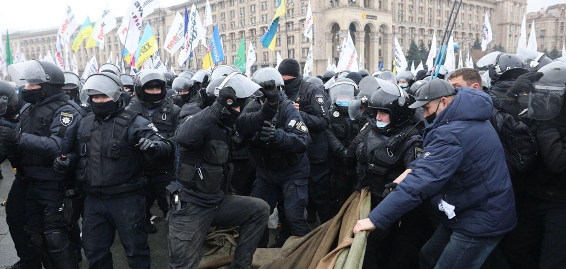 Полицейские демонтировали палатки на Майдане