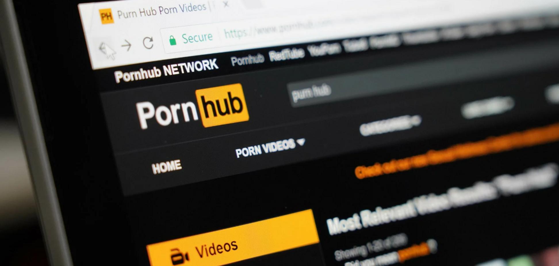 Pornhub видалив 10 млн відео
