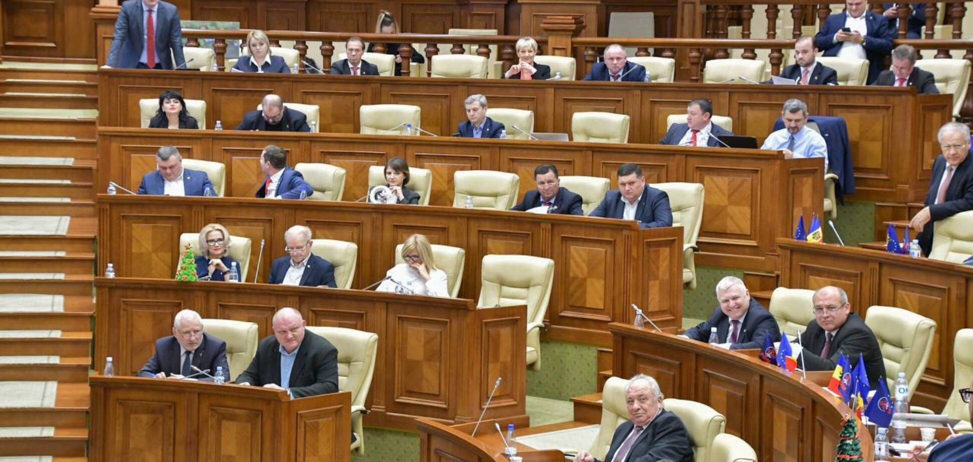 Парламент Молдовы изменил статус русского языка