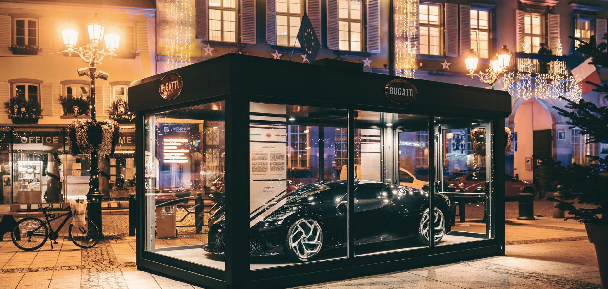 Автомобиль за 11 млн евро превратили в новогоднее украшение