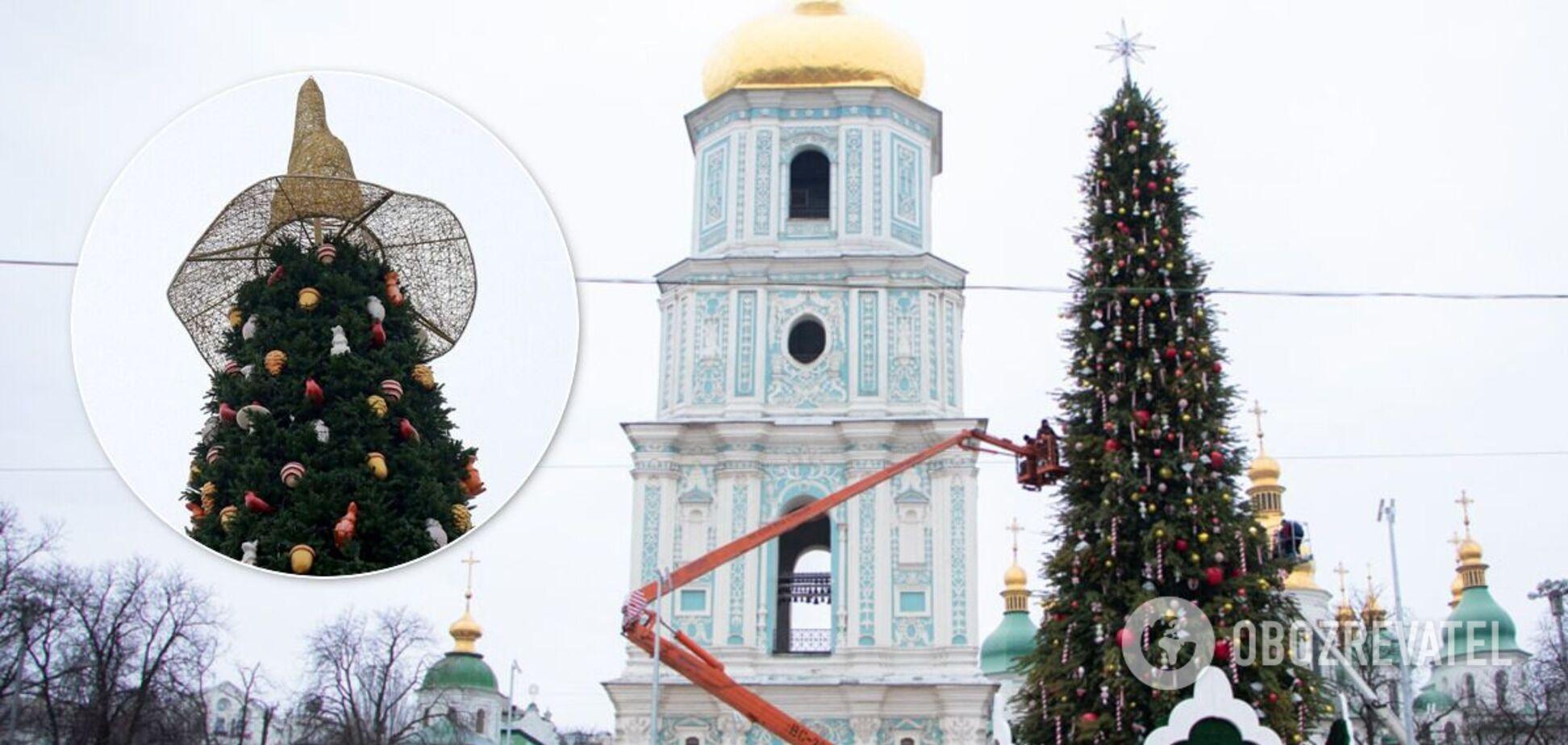 В Киеве на главной елке вместо шляпы установили звезду. Видео