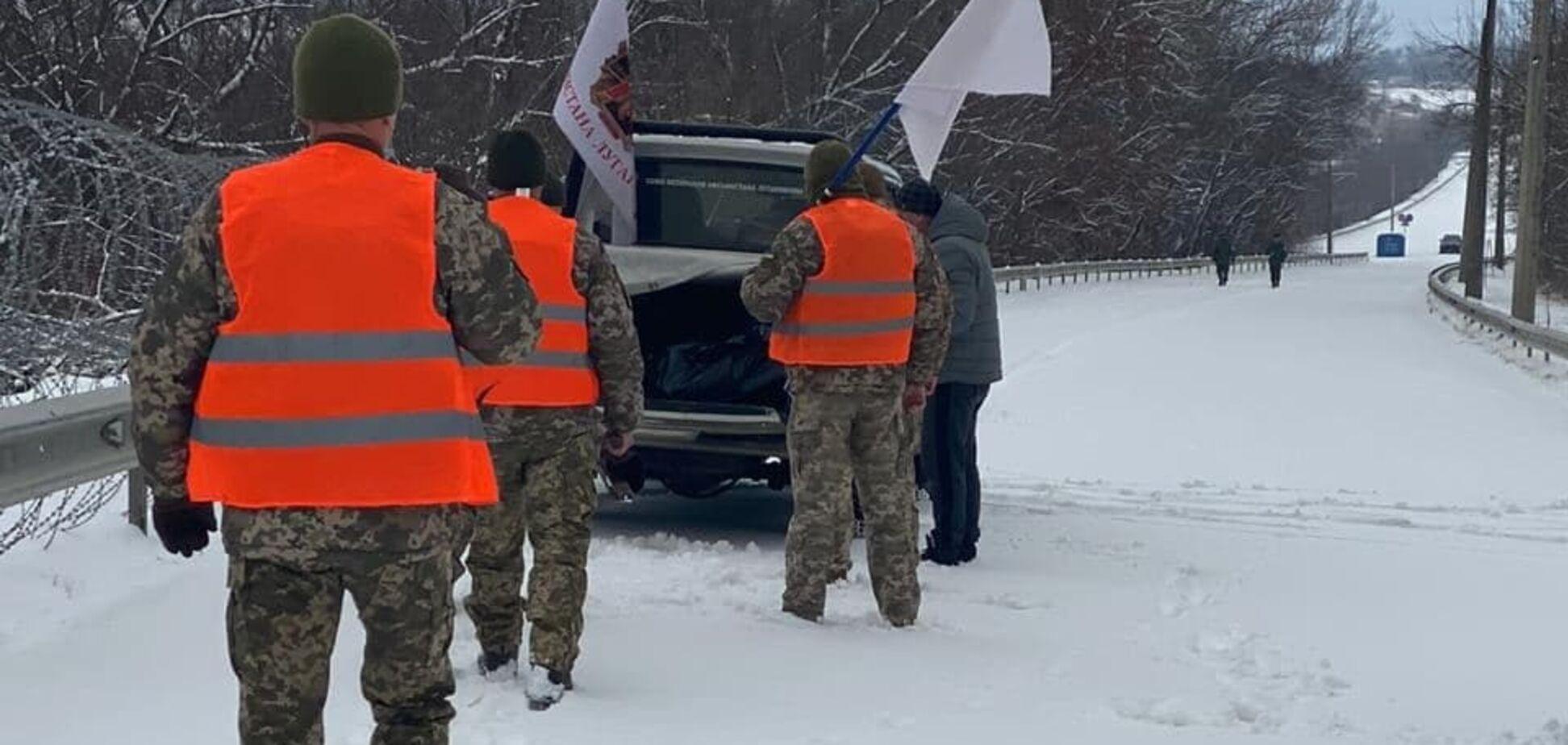 Боевики передали Украине тело умершего военного