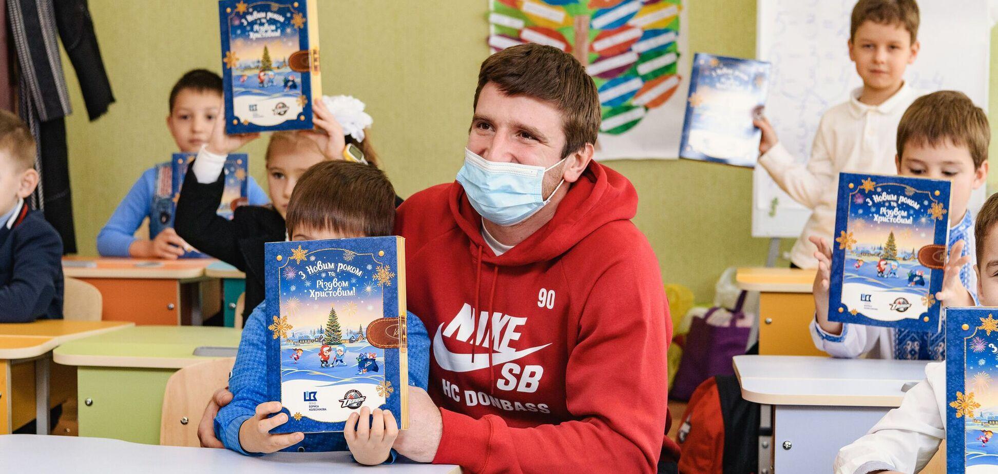 День Миколая на Донеччині: як святкують школярі з хокеїстами і благодійниками