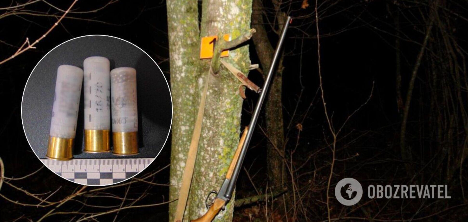 В Черновицкой области застрелили мужчину, рубившего елку в лесу