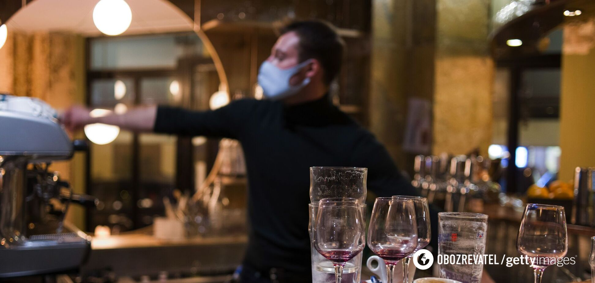 В барах и ресторанах чаще можно заразиться, чем в магазине или транспорте