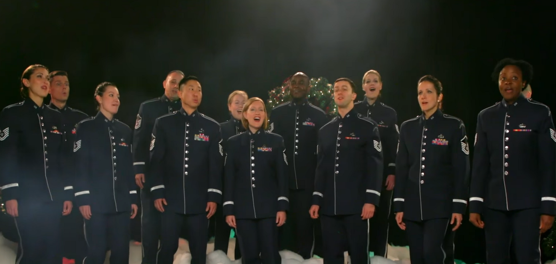 Військовий оркестр США заспівав 'Щедрик' і побажав Україні 'миру і радості'. Відео