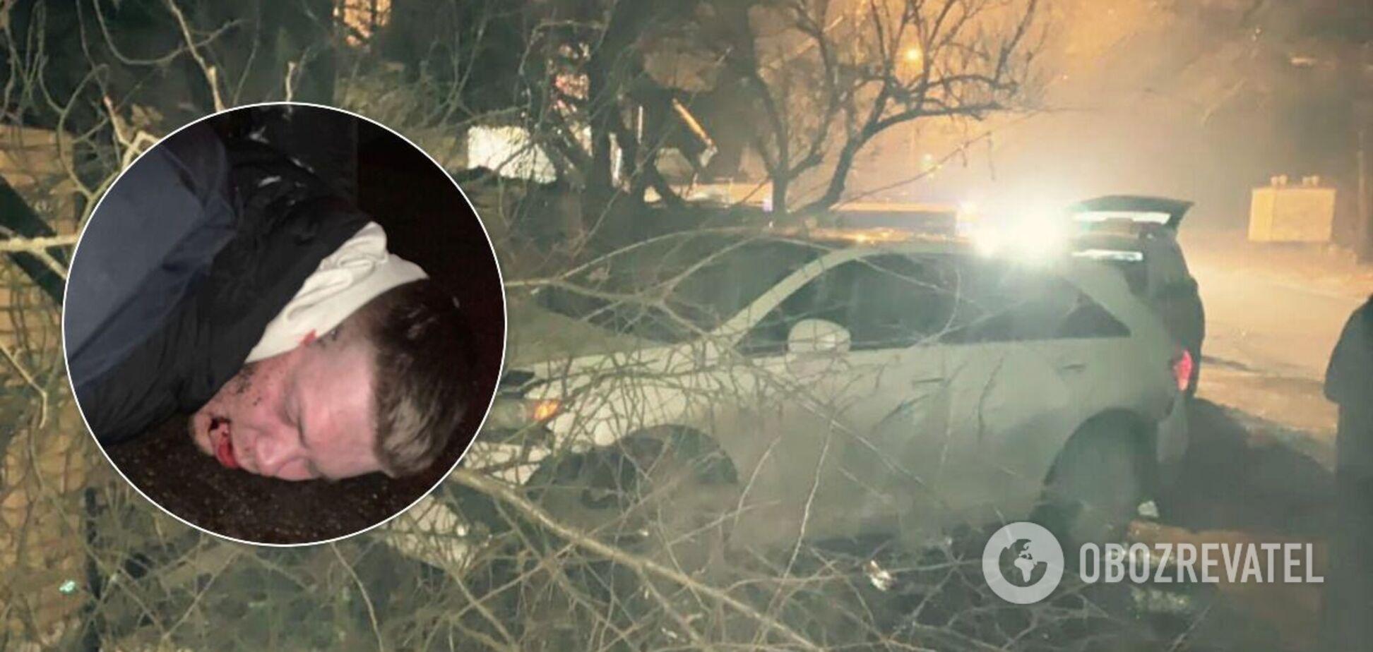 В Киеве пьяный полицейский протаранил Mercedes и влетел в забор