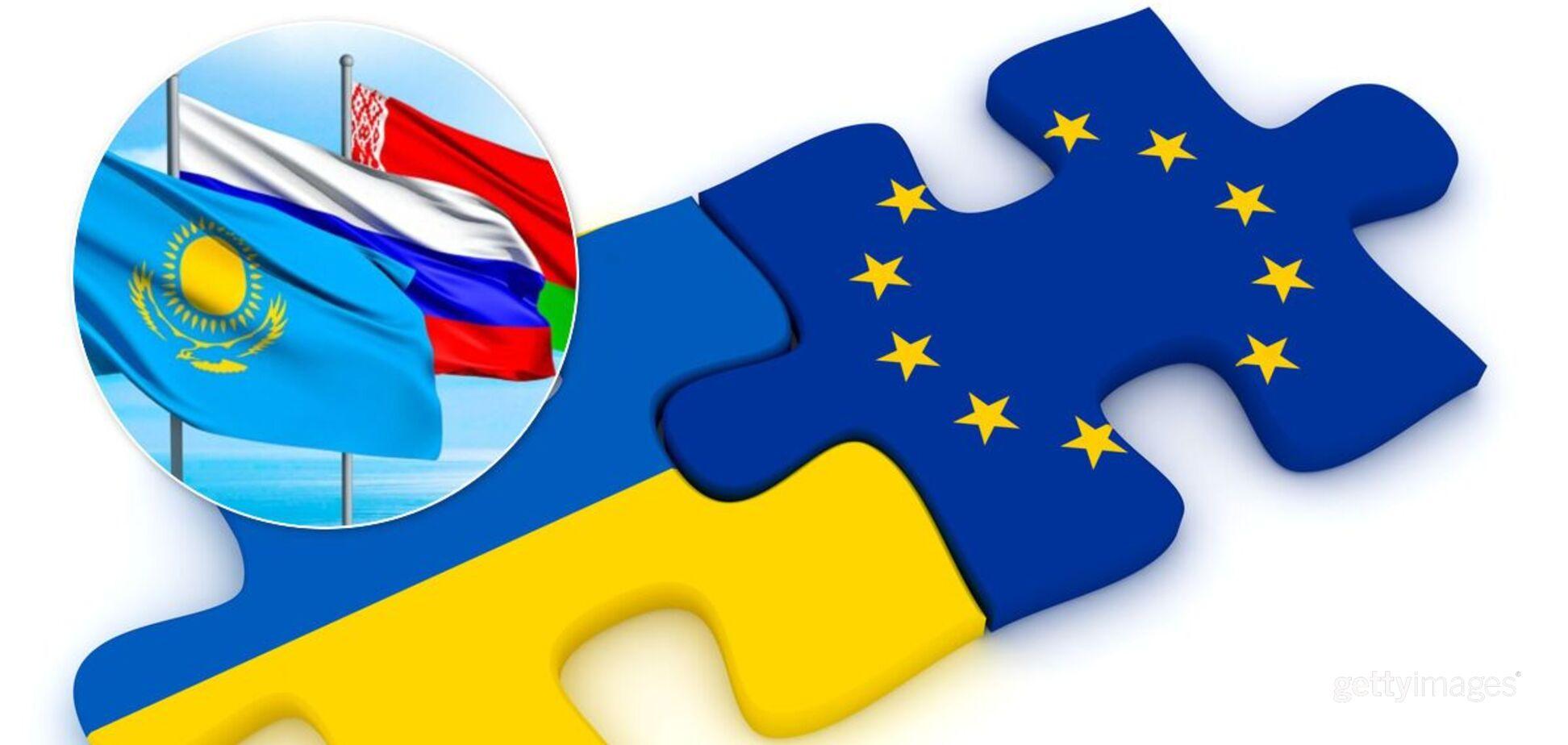 Українці виступають за вступ в ЄС і НАТО, але чимало хочуть і військового союзу з РФ – опитування