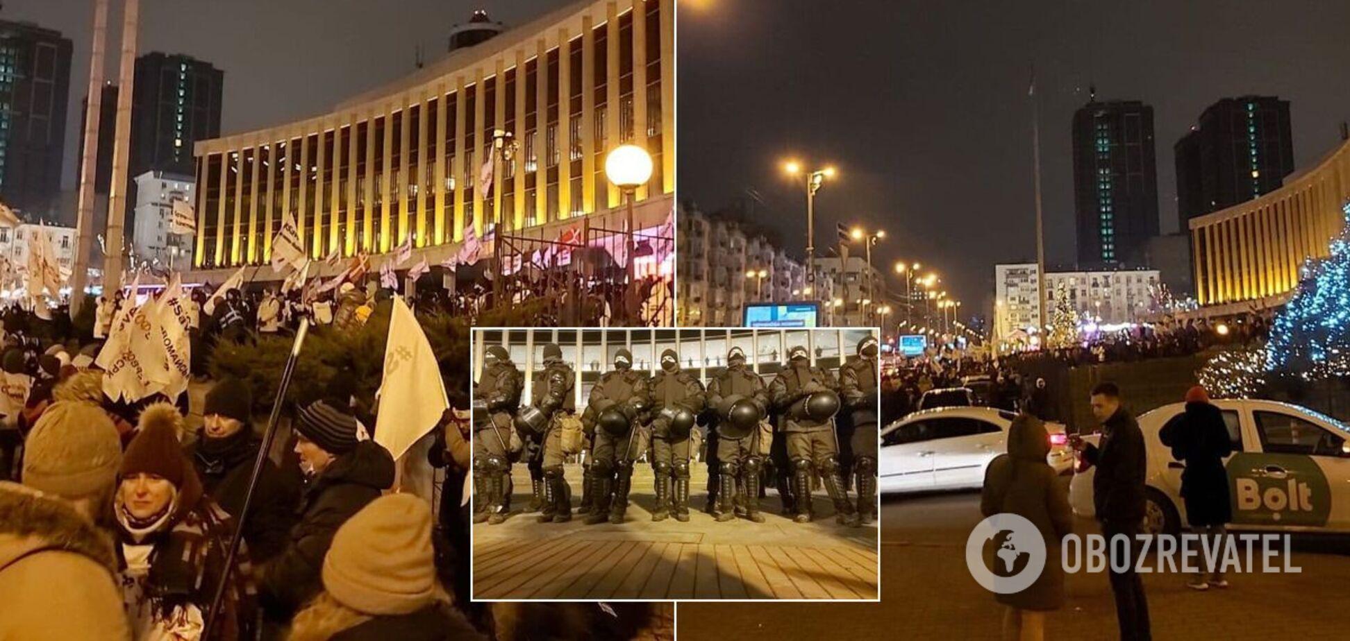 ФОПи протестують біля палацу 'Україна'