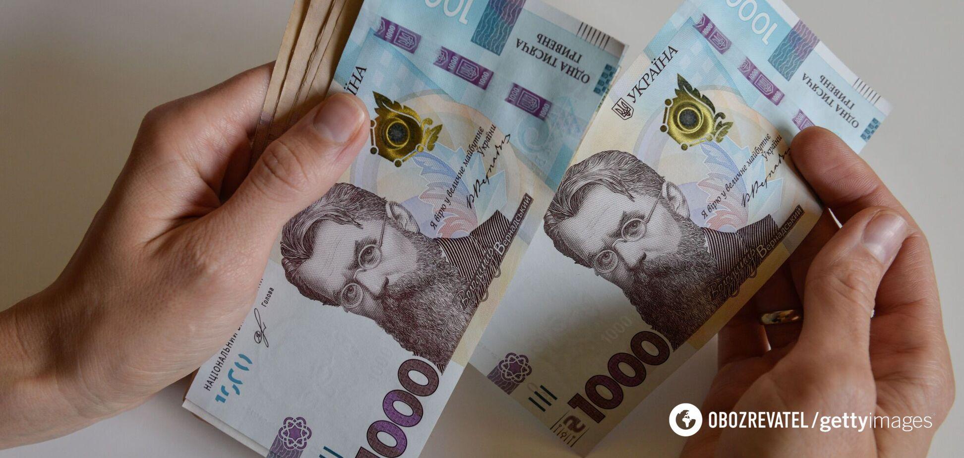 Украинцам начали выплачивать помощь от государства из-за карантина: как получить деньги