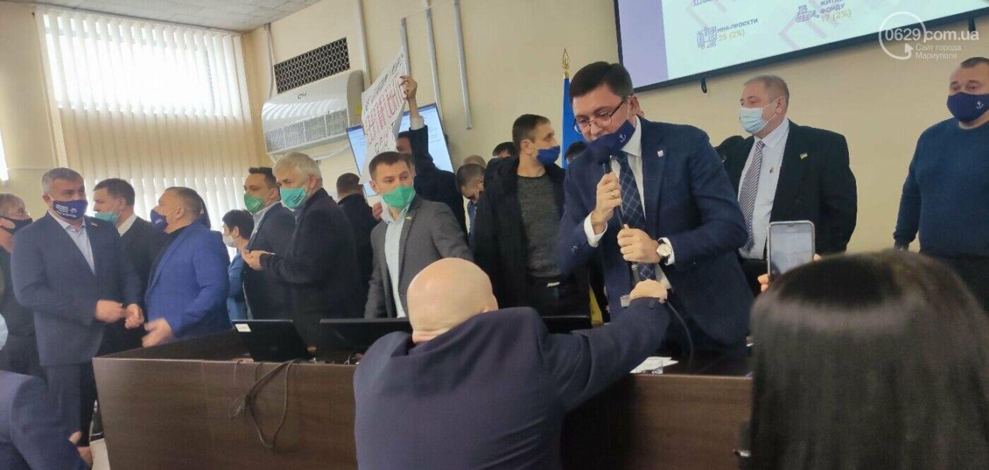 Політолог: колотнеча довкола бюджету в Маріуполі – на руку Кремлю