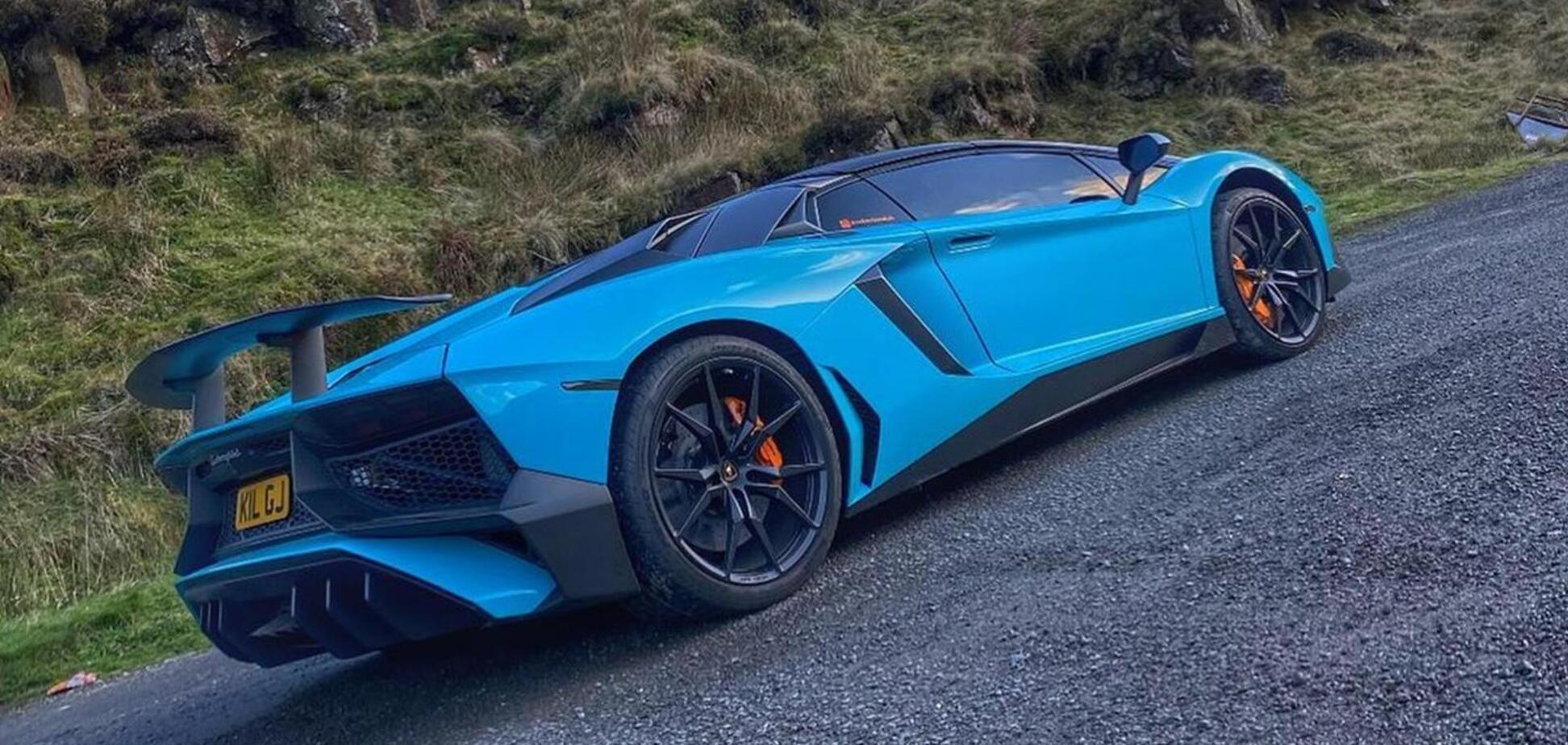 Водитель старой 'Фиесты' протаранил Lamborghini Aventador и сбежал с места ДТП