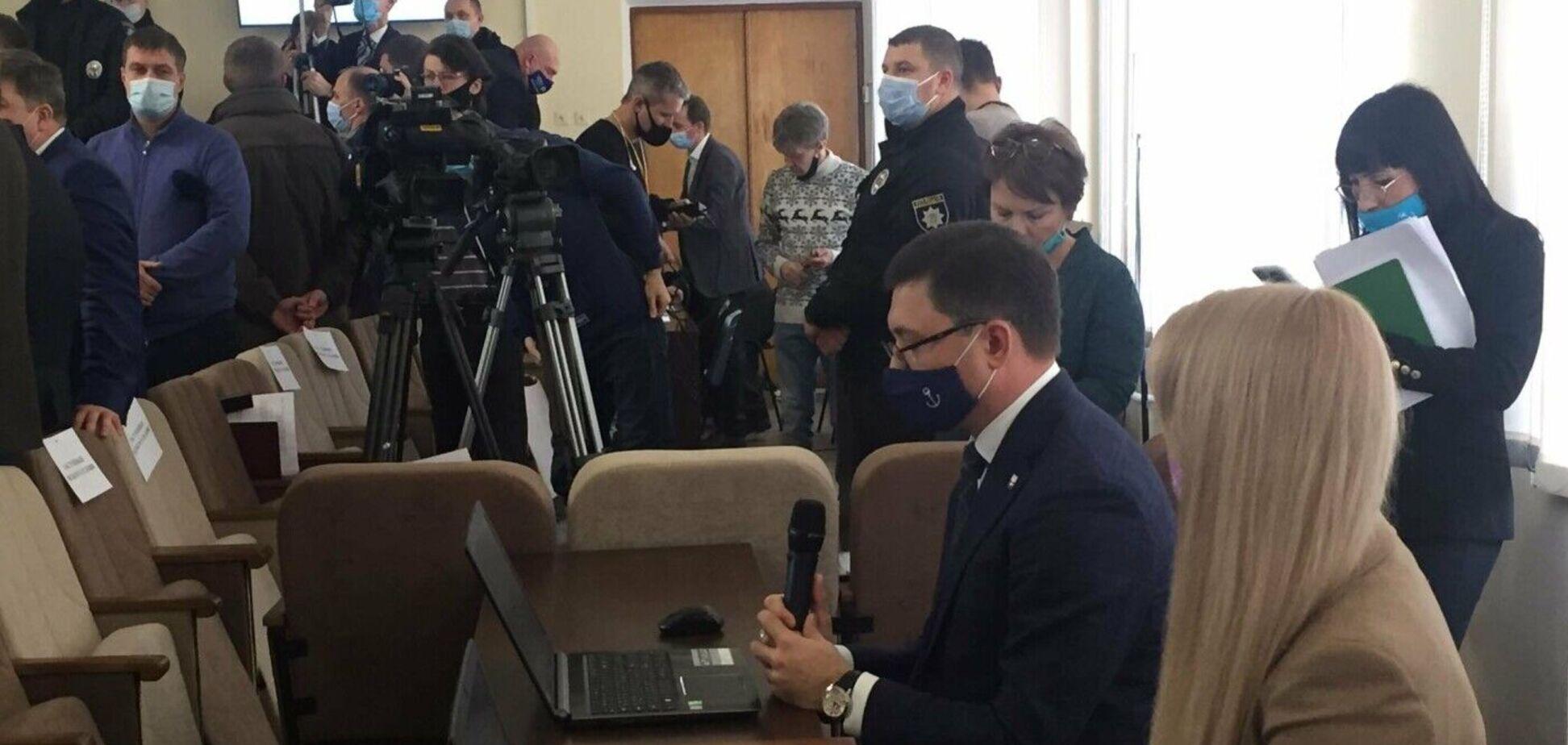 Депутаты от ОПЗЖ в Мариуполе устроили драку из-за доступа к финансовым потокам, – политолог