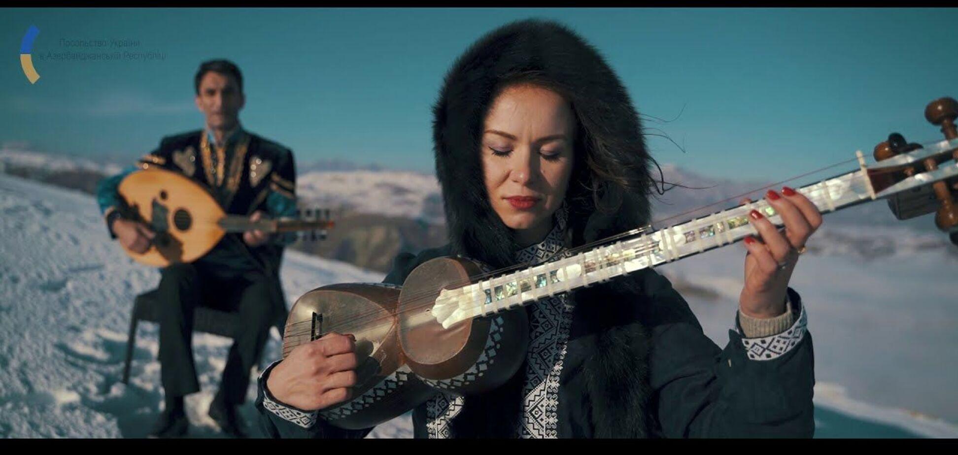 Азербайджанські музиканти виконали 'Щедрик' серед гір: слухати пісню