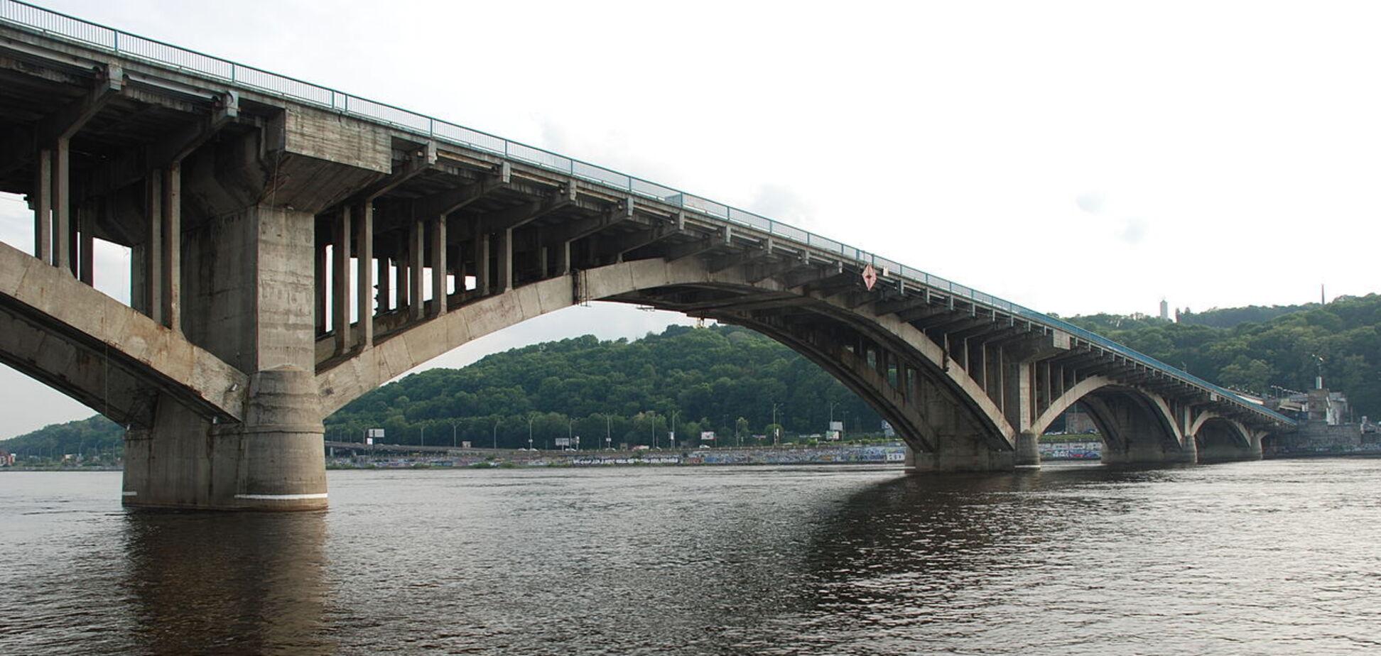 На мості Метро очікуються автомобільні затори через ремонт