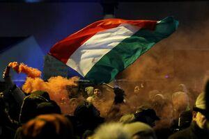 Отношения между Украиной и Венгрией обострились из-за исполнения гимна украинскими депутатами на Закарпатье