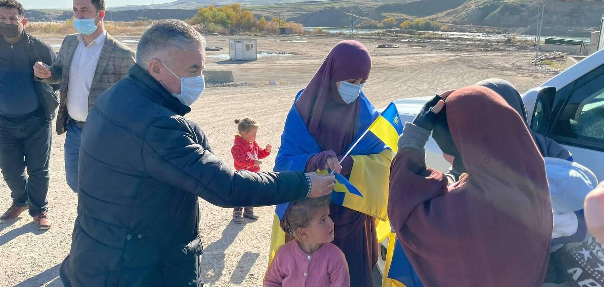 Украина освободила из сирийского лагеря 9 граждан