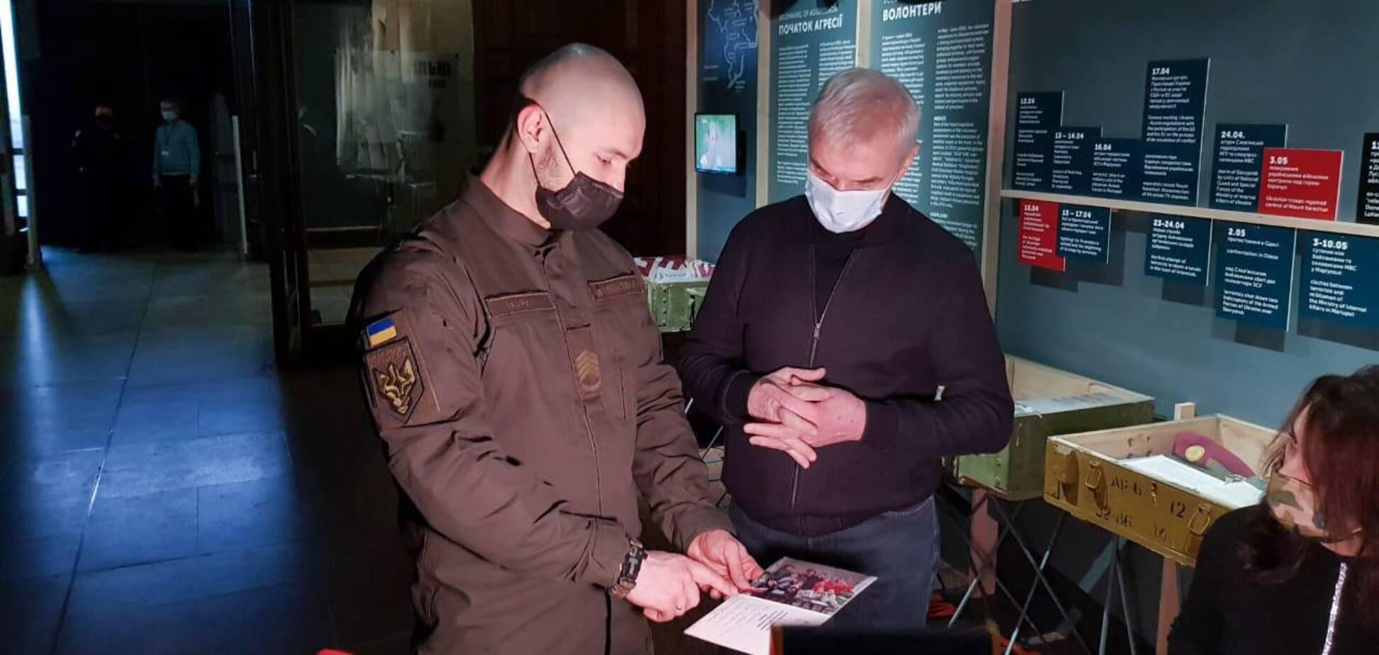 Маркив передал личные вещи музею