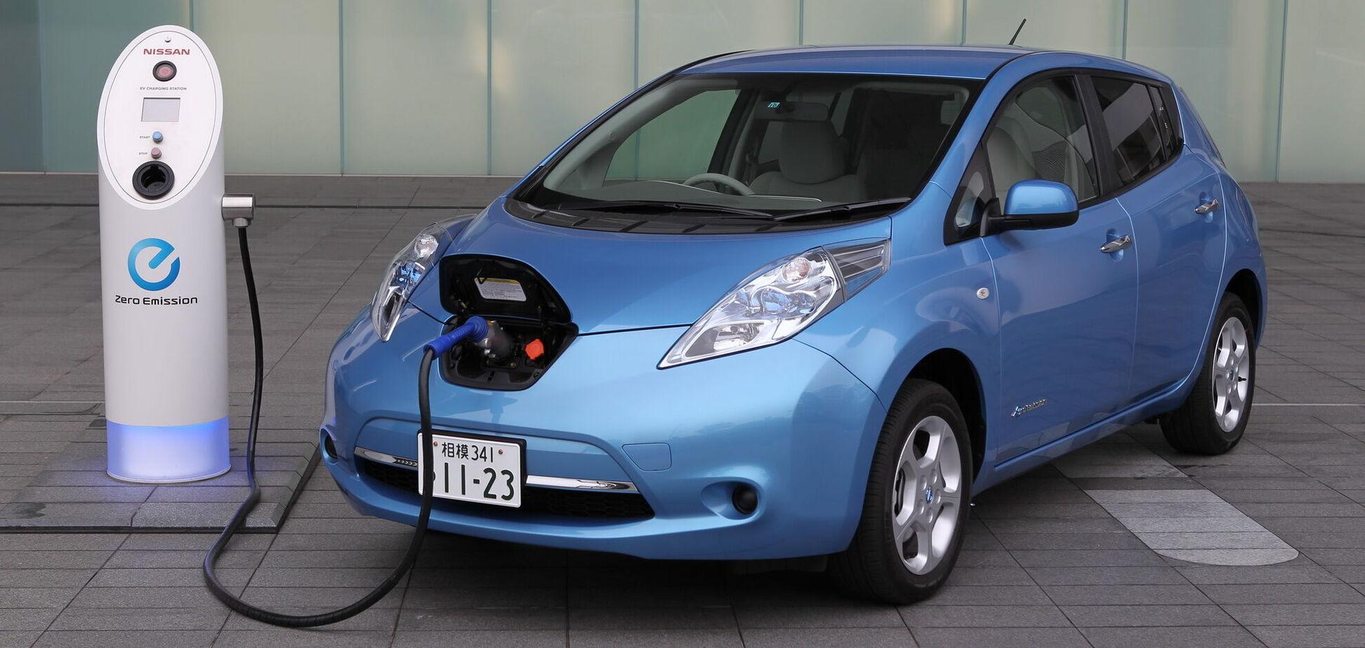 Nissan отметил 10-летие электромобиля Leaf