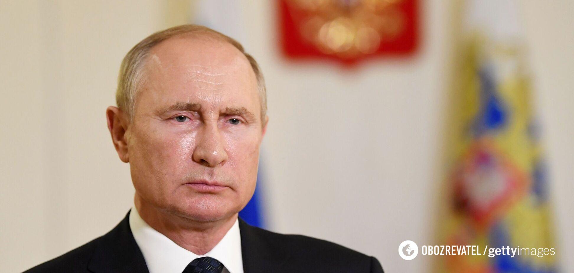 Путин ежедневно получает информацию на бумаге