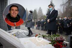 Зеленский открыл памятник первому космонавту Украины. Фото с церемонии