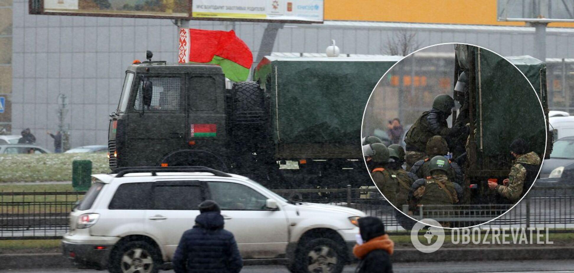 В Минск стянули автозаки, броневики, водометы и другая спецтехника