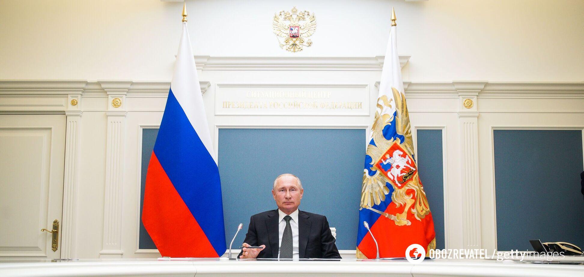 Власть Владимира Путина заметно ослабевает, пишут российские блогеры и журналисты
